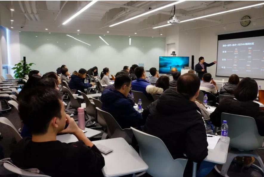 快手课堂快讯:人民大学毛寿龙教授莅临快手教学,多名硕士到场学习